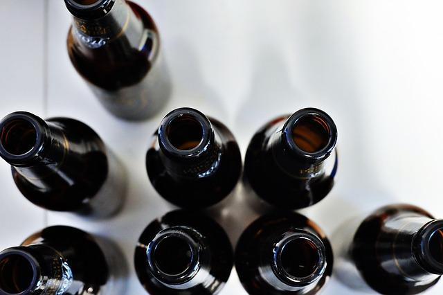 foto van 8 flesjes bij blog over de 8 blogs die je toch écht gelezen moet hebben