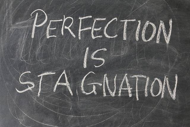 perfection is stagnation op een bord gekrijt