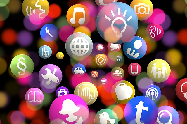social media iconen afbeelding bij blog over via, via klanten krijgen proces