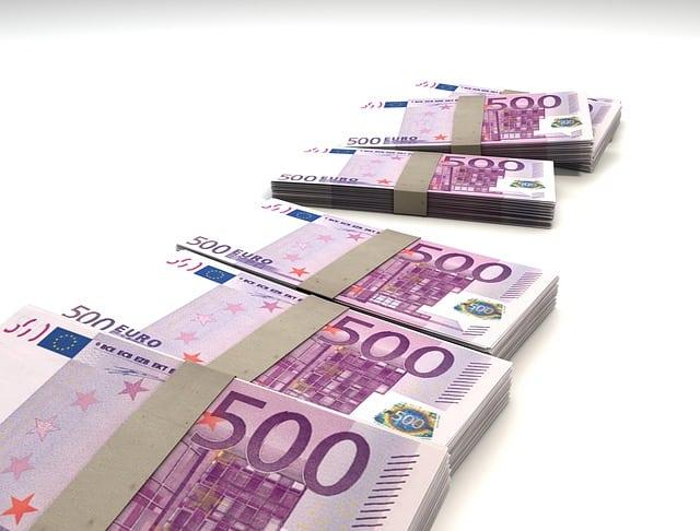 6 pakketjes van 500 euro biljetten
