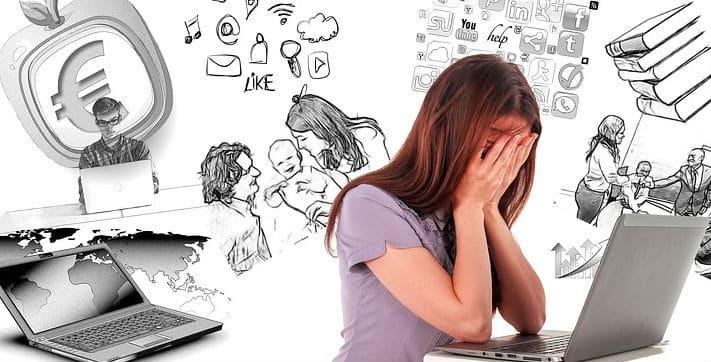 foto van gefrustreerd persoon voor laptop bij blog over goede marketing