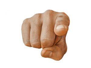 foto van een aanwijzende vinger bij blog over je website op jezelf optimaliseren