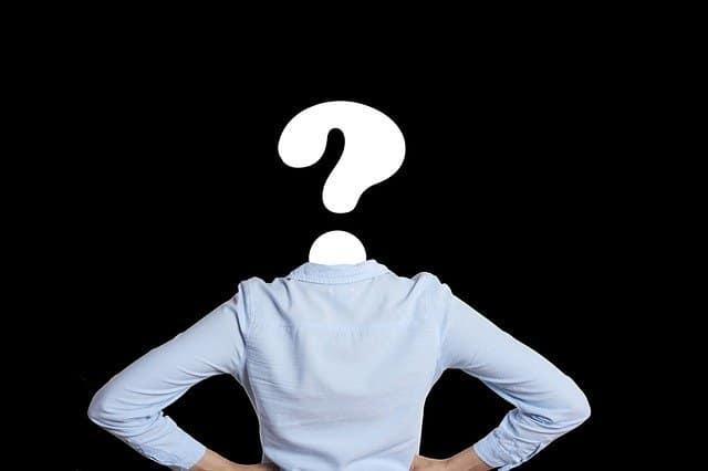 persoon met vraagteken als hoofd bij blog over wat juist nu (niet) doen